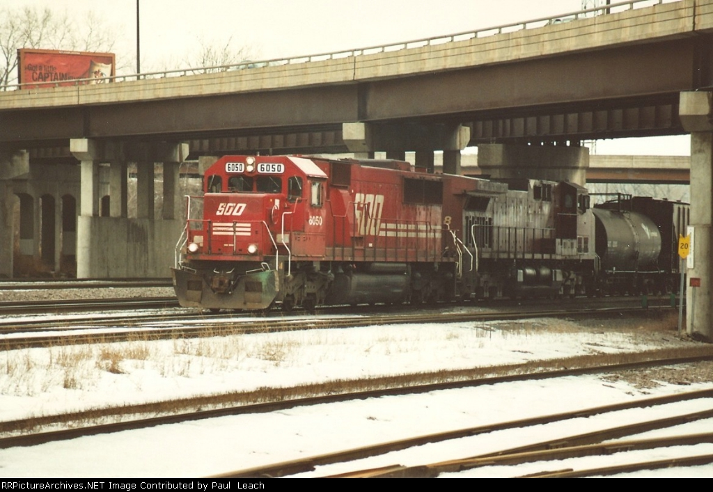 Westbound manifest eases out of yard