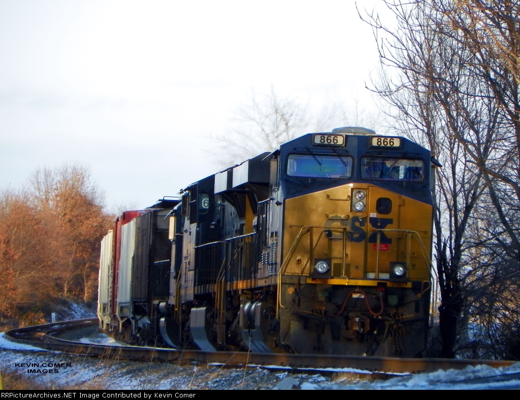 CSX Q573 ties down and waits for a ride