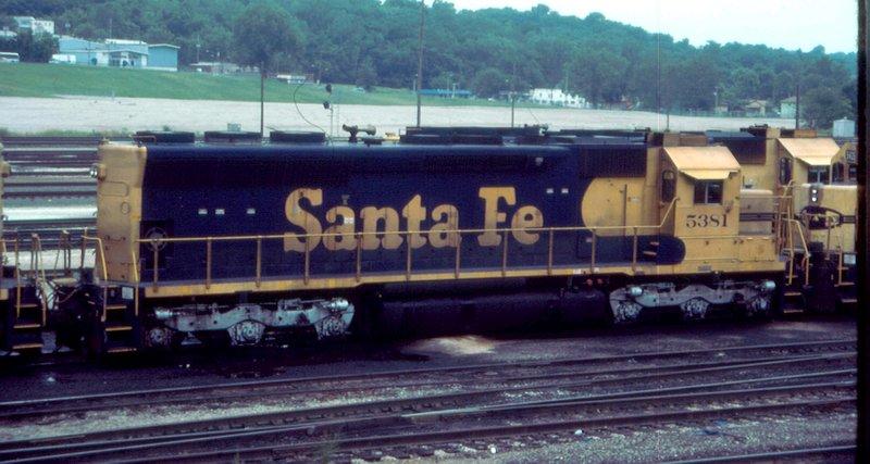 Santa Fe SD45u mingles with others