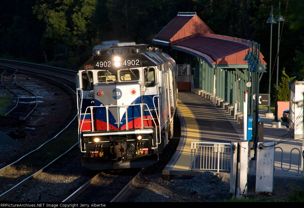 Metro-North 4902 on train 51