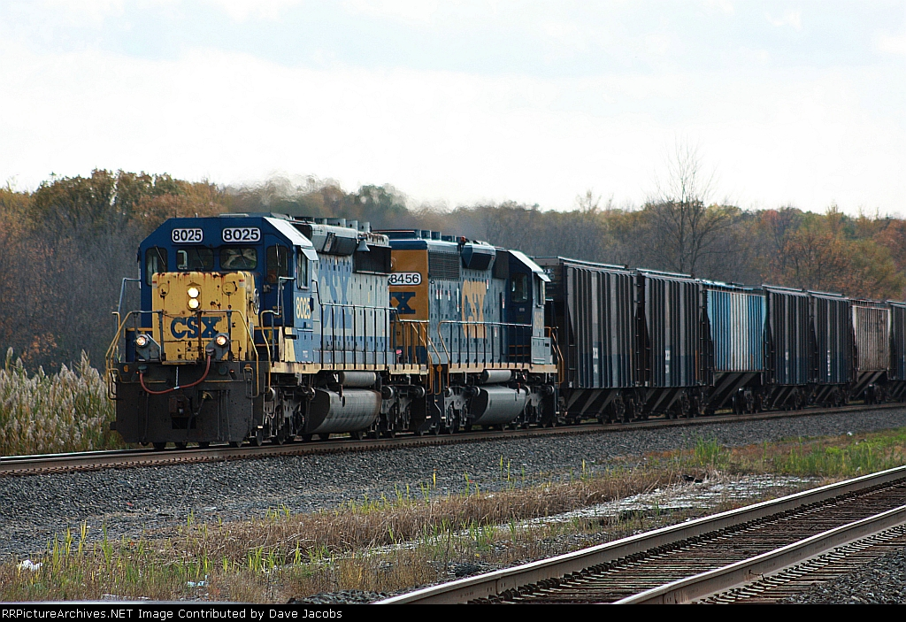 CSX 8025 leads a sister on a westbound out of Selkirk