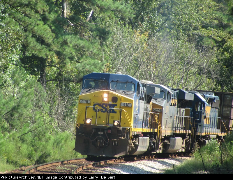 CSX 418 Pulling up the hill from Manchester