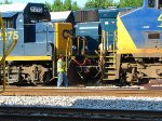 CSX 2275 Uncoupling from the Doghouse Switcher