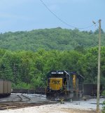 CSX 8596 Kicking up ballast dust