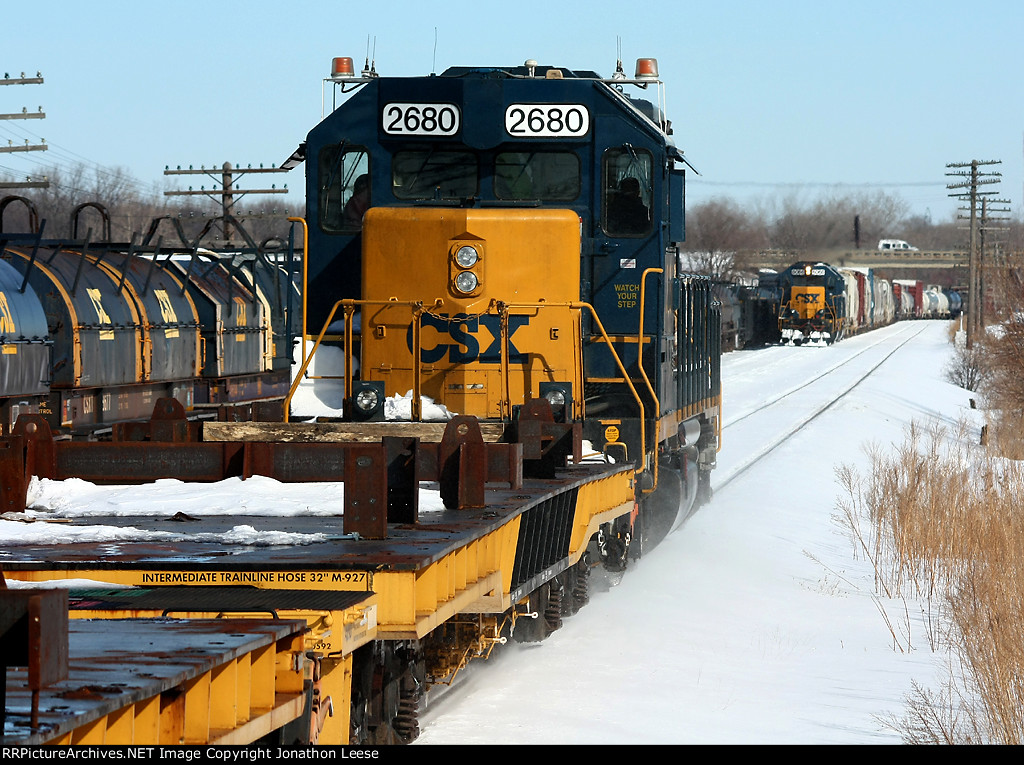 D700 heads into the yard while Y450 pulls out for head room