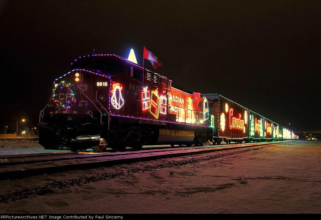 CP9815_HolidayTrain_Portage3_5dec2010