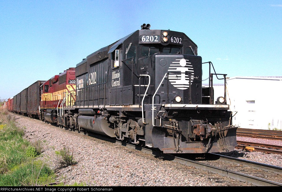 IC 6202 leads a NB T411 to Green Bay 5-09-07