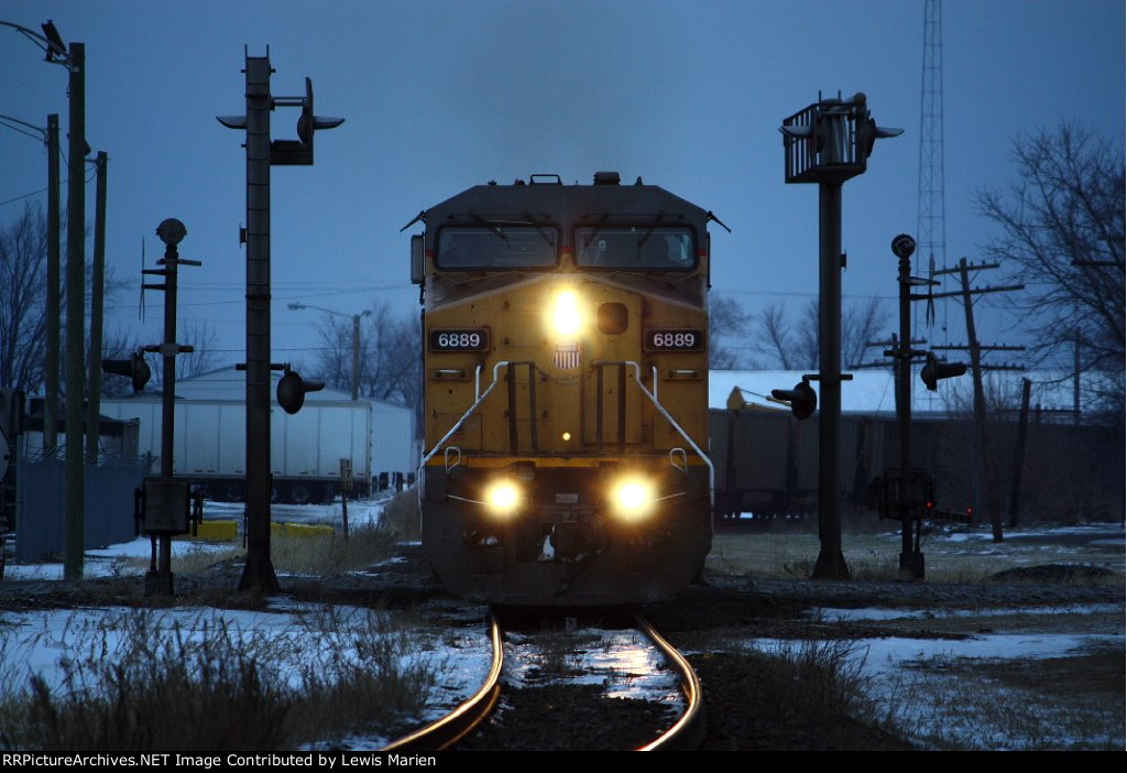 UP 6889, southbound UP CWFGM
