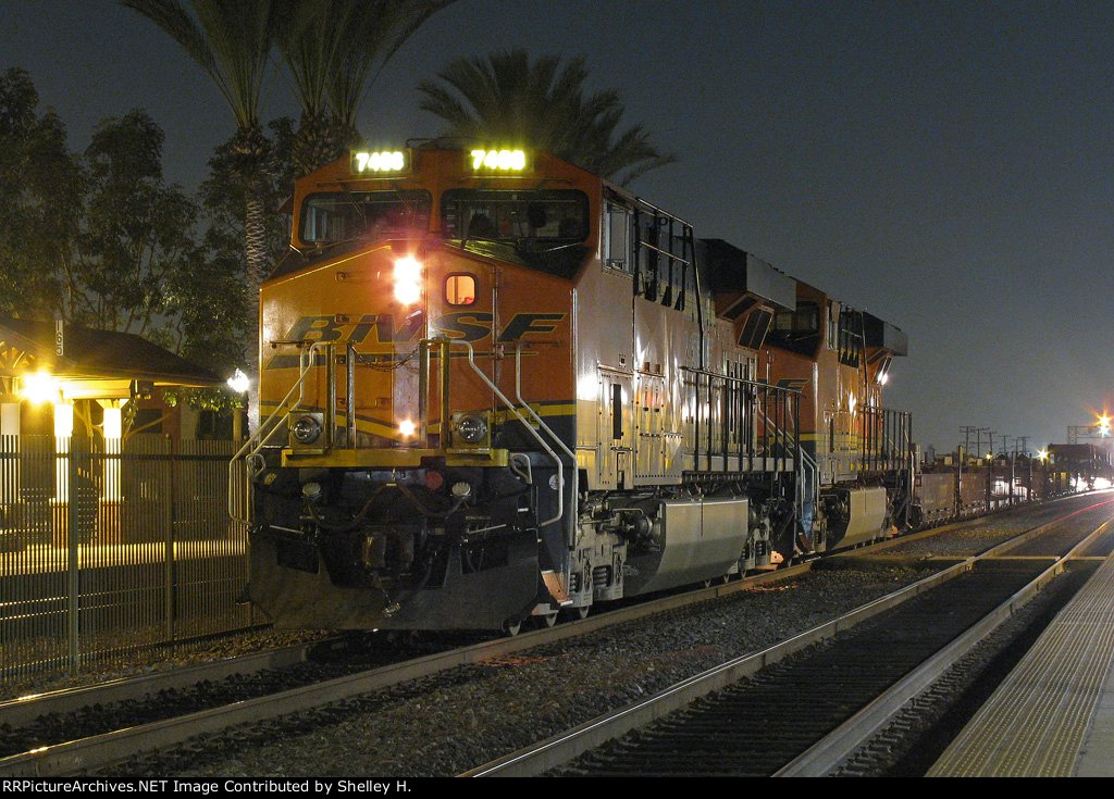 A BNSF train stopped in Fullerton on this nice evening