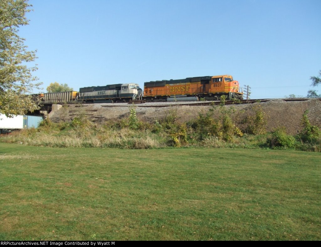BNSF 8937 and 9807