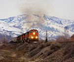 BNSF 5528 puts the hammer down.