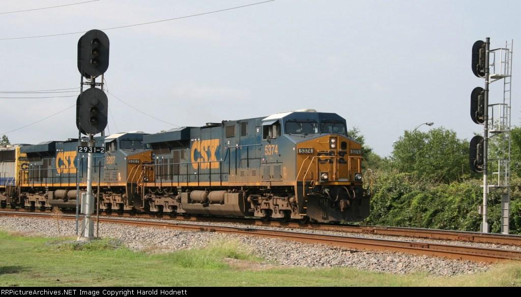 CSX 5374 leads train Q410 towards the yard