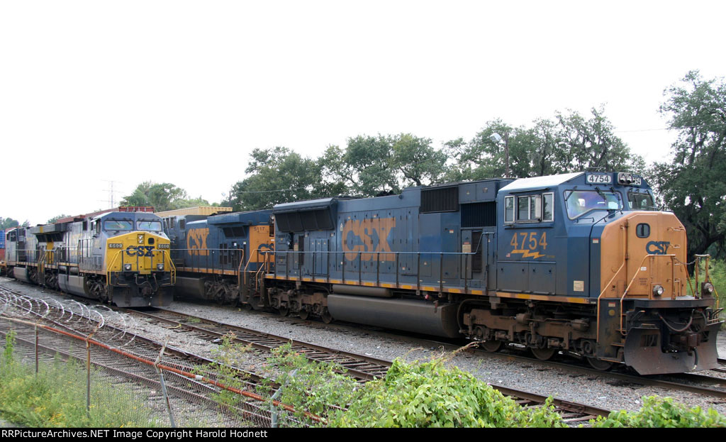 CSX 4754 sits with other units in the intermodal yard