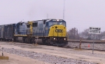 CSX 8733 leads a northbound train into the yard