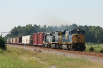 CSX 4778 leads train Q410 north past the signals at South Florence