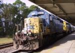 CSX 8233 & 8121 lead a train towards Bennett Yard