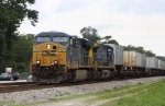 CSX 757 leads train Q172 northbound after meeting Q491