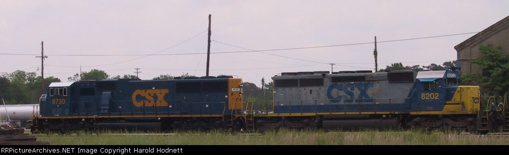 CSX 8730 & 8202 head to the north end of the yard