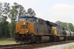CSX 914 leads train Q438 northbound