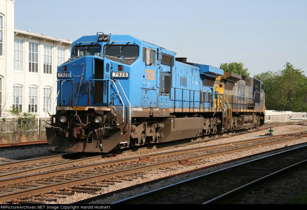 CSX 7928 & CSX 7361 work the yard