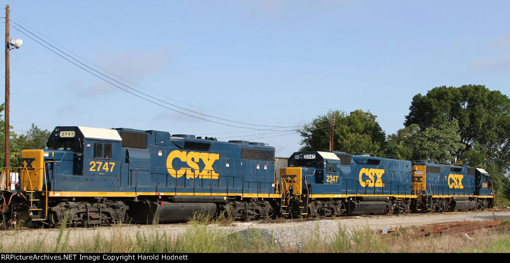 CSX 2747, 2347, and 2500 sit beside the turntable