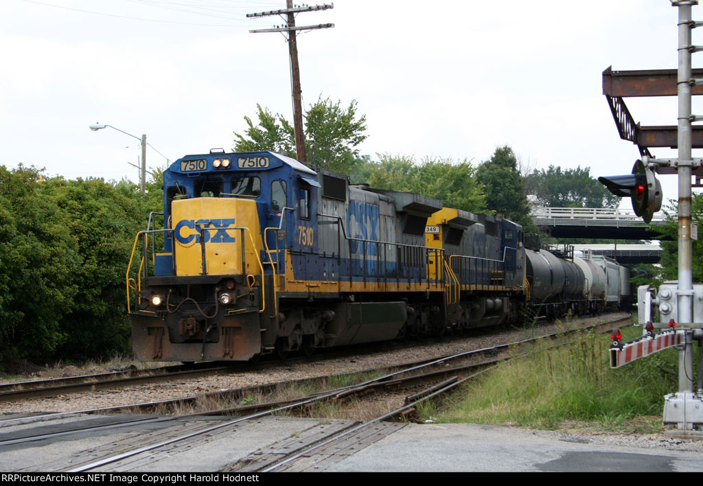 CSX 7510 & 7349 lead a train towards Boylan