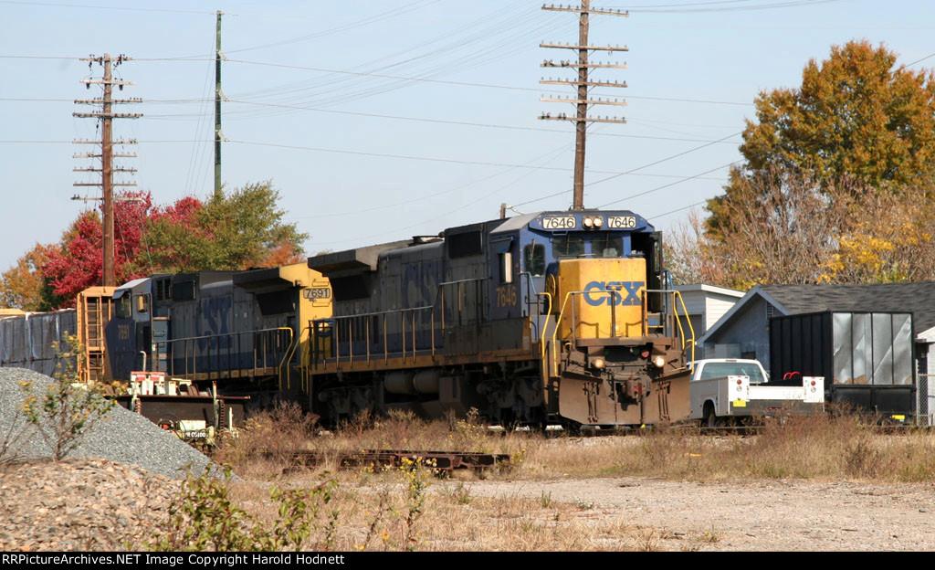 CSX 7646 leads train F741 southbound
