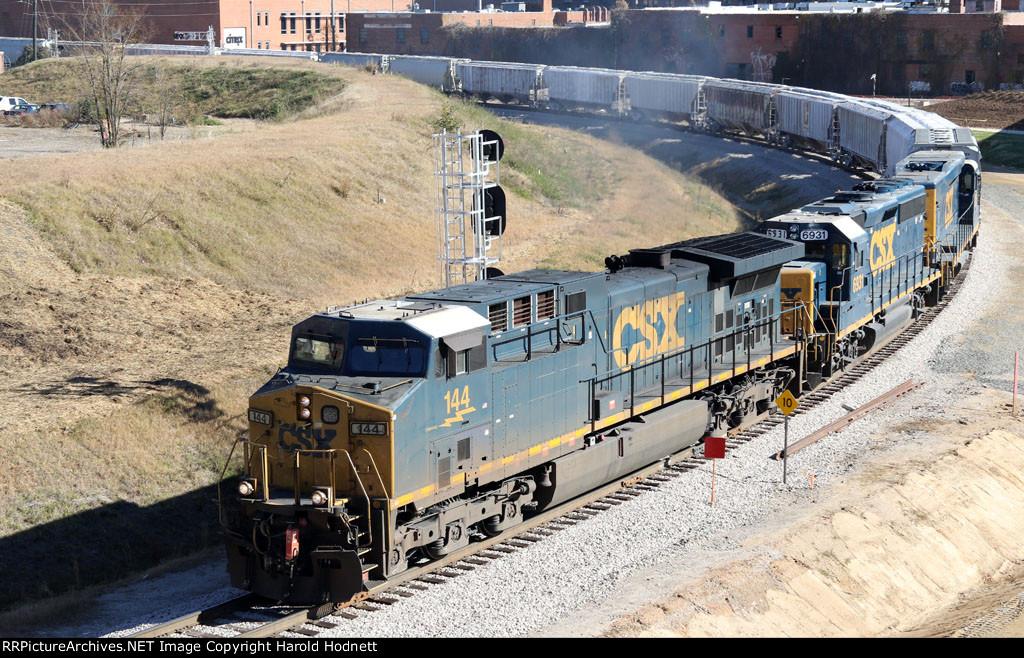 CSX 144 leads train F741-28 southbound