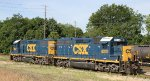 CSX 6039 & 2628 sit in the yard