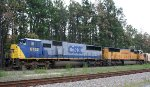 CSX 8752 & UP 4368 hold a northbound train