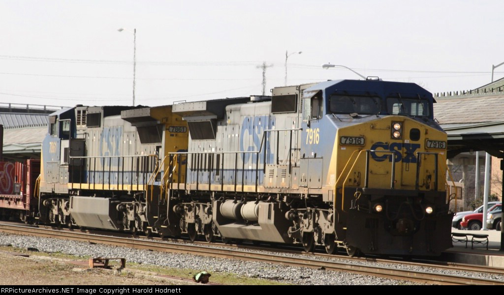 CSX 7916 & 7861 lead train F774 northbound