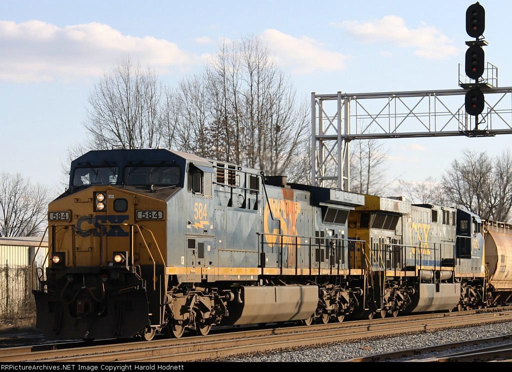 CSX 584 & 682 lead train Q410 past the signals at Charlie Baker