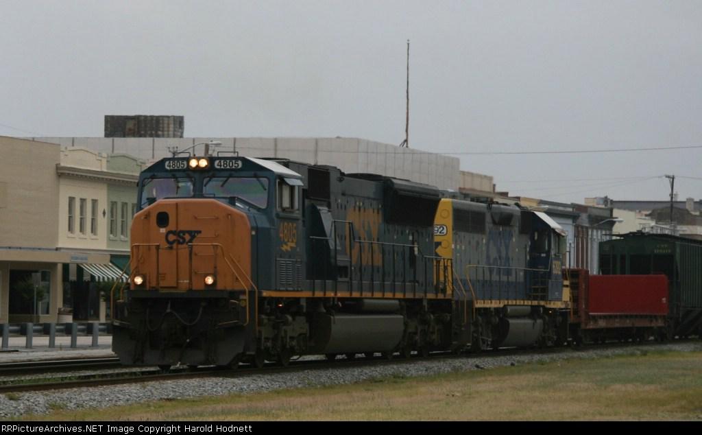 CSX 4805 leads train Q415 towards the yard