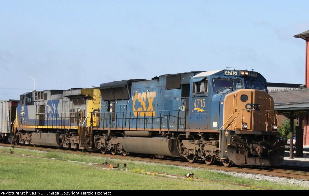 CSX 4715 leads train U306-14 northbound