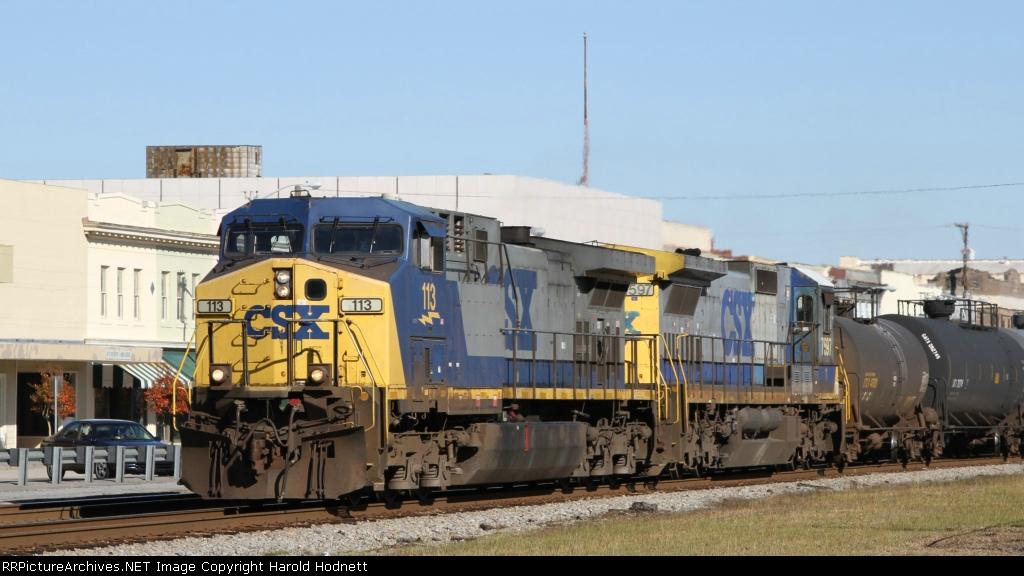 CSX 113 leads train W943