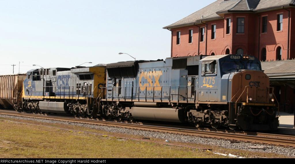 CSX 4775 & 418 lead train Q406-23 northbound