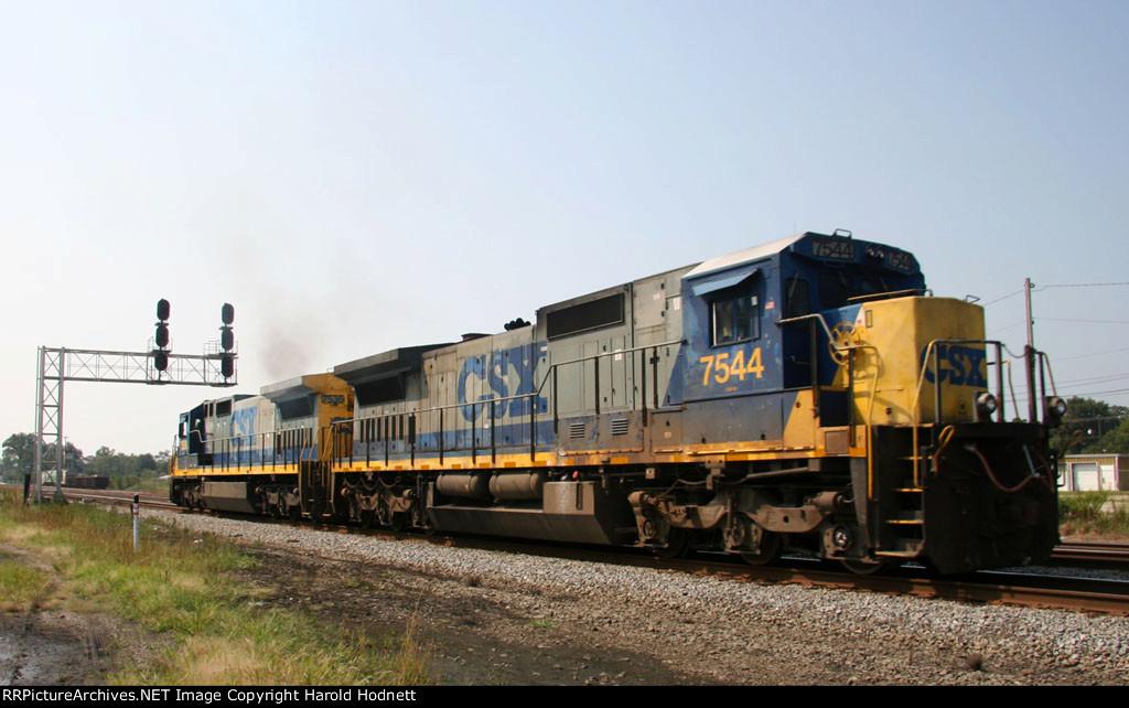 CSX 7536 & 7544 head towards the yard