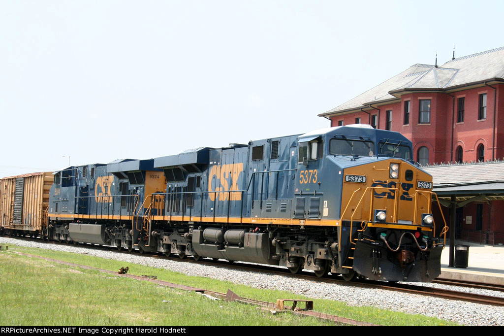 New CSX 5373 & 5374 head northbound