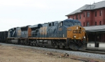 CSX 5280 leads a northbound freight