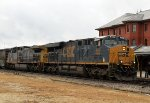 CSX 900 leads train Q400-02 northbound