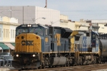 CSX 4596 leads train Q439 southbound