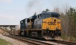 CSX 5385 leads train Q741 southbound