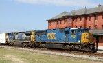 CSX 4810 leads train Q740 northbound