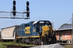 CSX 2633 leads train Y122 under the signals at Charlie Baker