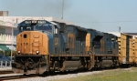 CSX 4719 leads an SD70ACe southbound on train Q405