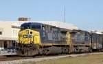 CSX 511 leads train F781-17 southbound