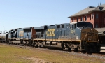 CSX 5204 leads train Q406-17 northbound