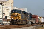 CSX 5285 leads train Q401-22 through the center of downtown