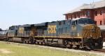 CSX 5268 & 5234 lead train Q406 northbound