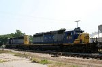 CSX 8116 & 8112 head northbound out of the yard